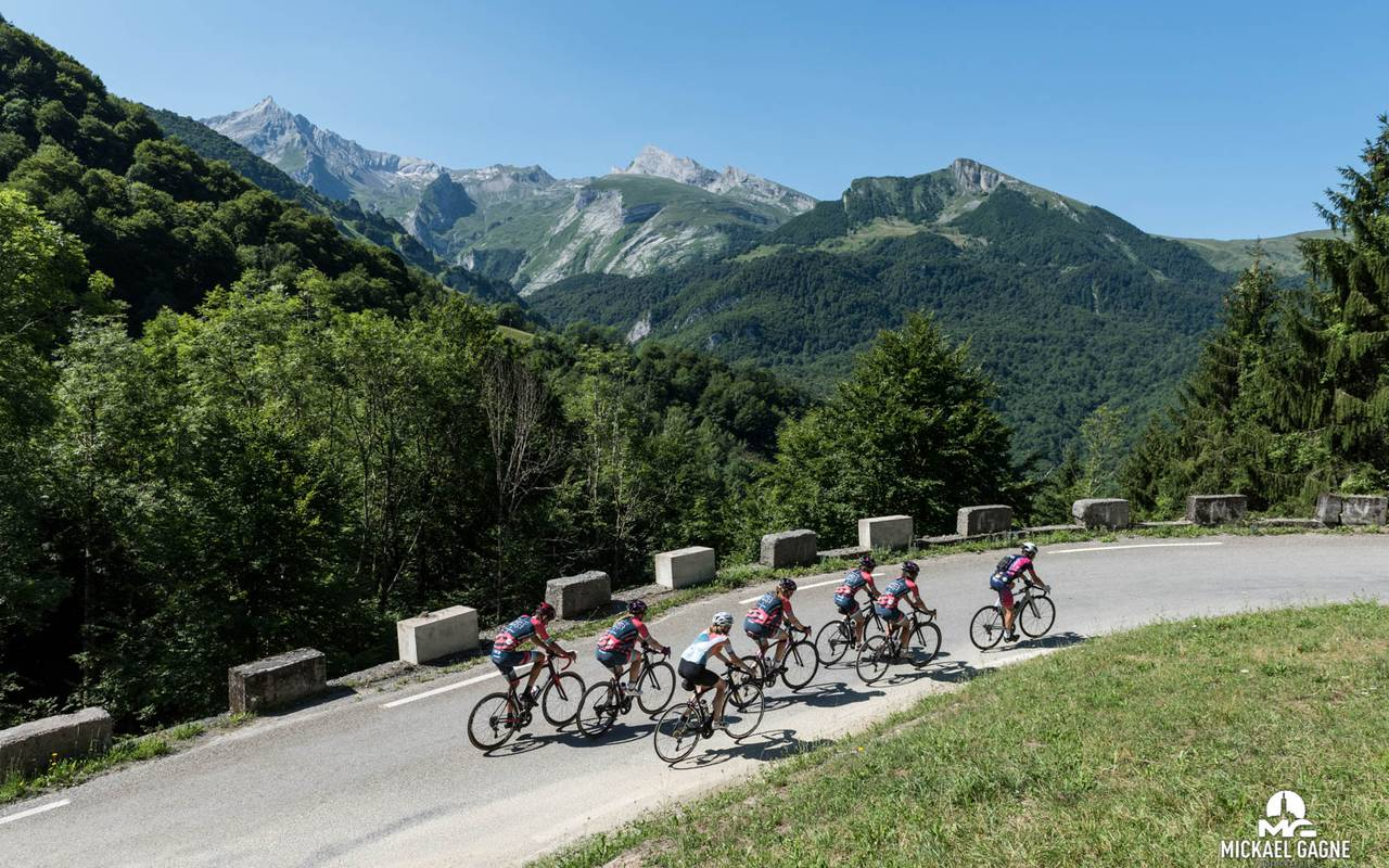 Gavarnie itinerary, Pyrénées cycling accommodation, hotel Sainte Rose