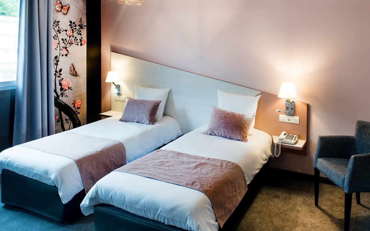 Room with two beds, hotel Pyrénées, hôtel Sainte-Rose