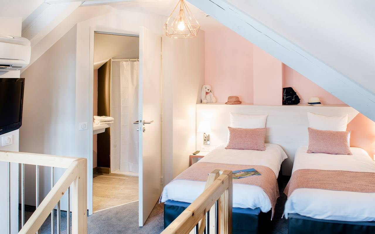 Room with twin beds, weekend Pic du Midi, hotel Sainte Rose