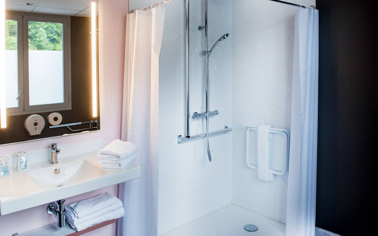 Modern bathroom, weekend Pic du Midi, hotel Sainte Rose