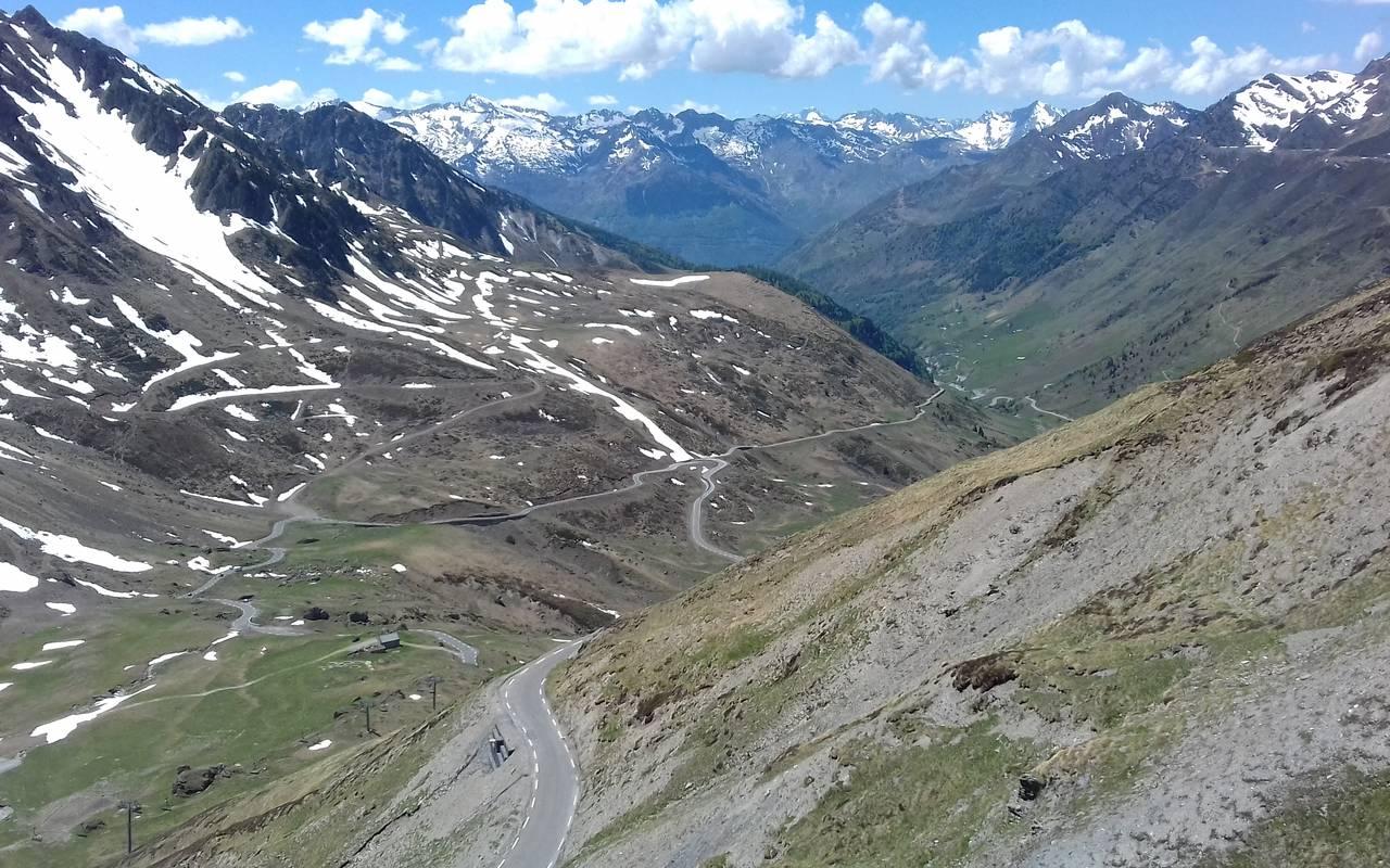 montagnes des Pyrénées, cyclotourisme Occitanie, hôtel Sainte Rose