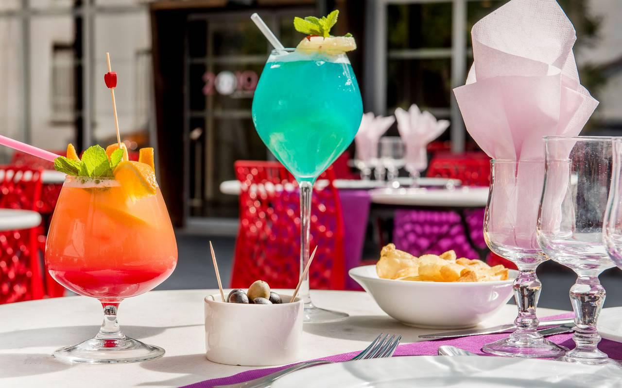 Cocktails sur la table, hôtel restaurant Lourdes, hôtel Sainte Rose