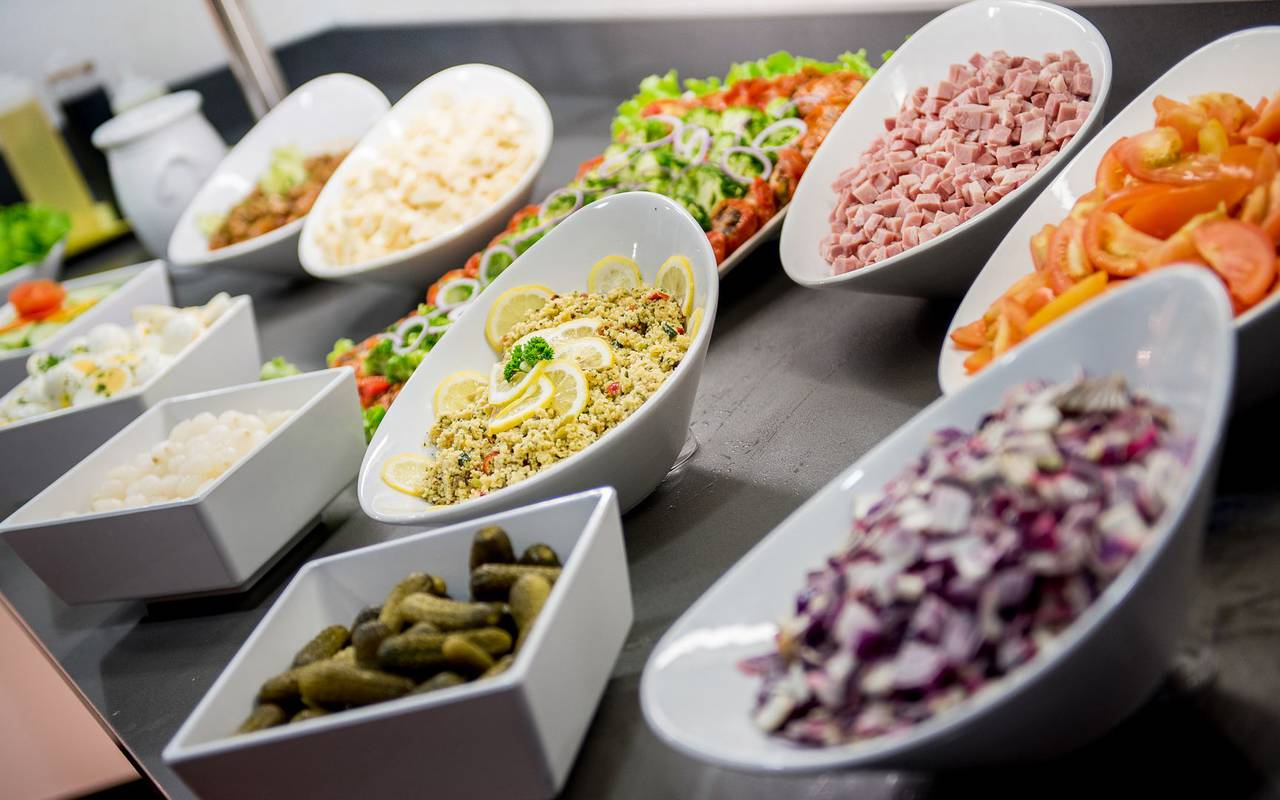 Entrées froides, restaurant buffet Lourdes, hôtel Sainte Rose