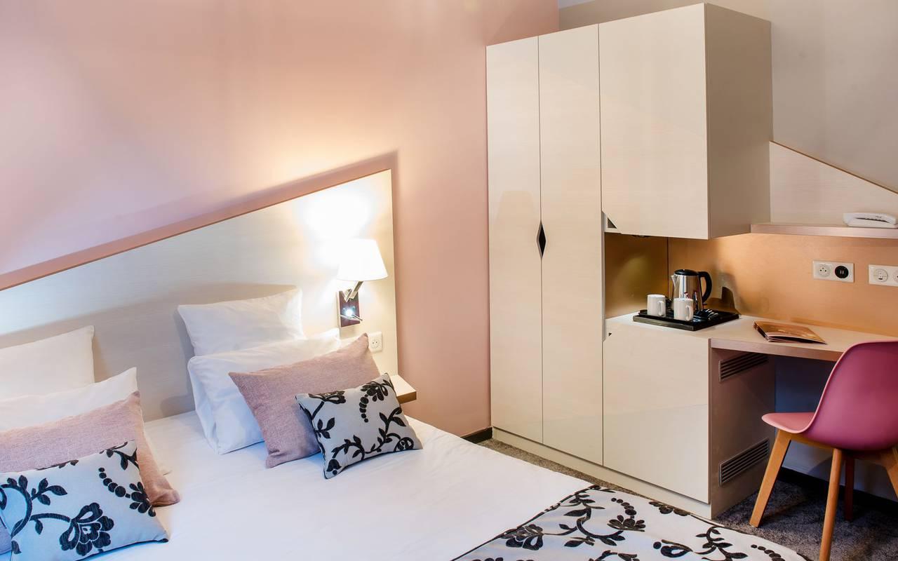 chambre avec bureau, hôtel de charme Hautes Pyrénées, hôtel Sainte-Rose