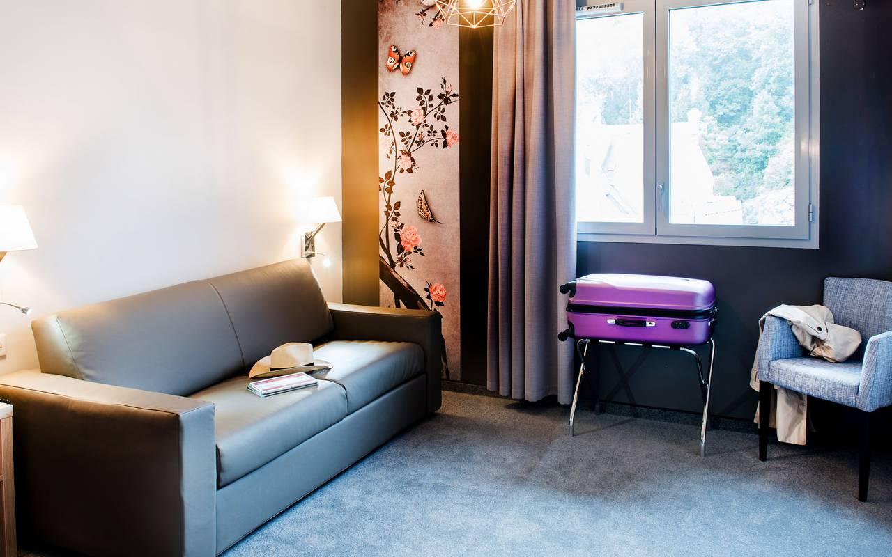 Chambre avec coin salon, chambre familiale Lourdes, hôtel Sainte-Rose