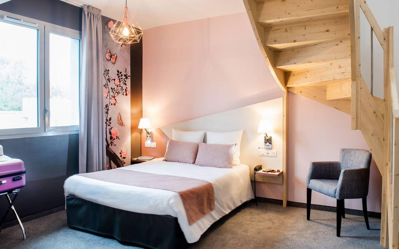 Chambre avec escalier, chambre familiale Lourdes, hôtel Sainte-Rose