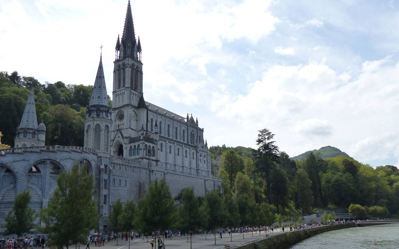 Sanctuaire de Lourdes, activité en famille Occitanie, hôtel Sainte-Rose